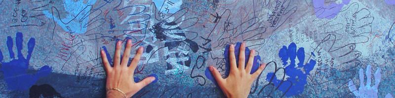 Symbol-Foto von Händen: dem SCI durch Spenden helfen