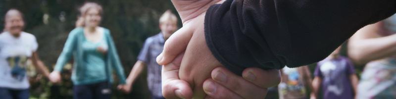 Menschen Hand in Hand